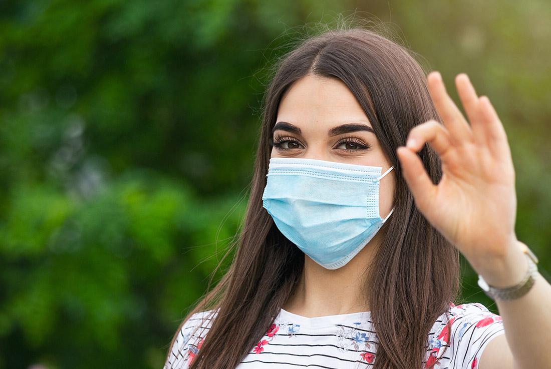 El Cuidado de los dientes con el uso de mascarillas como protección para el coronavirus